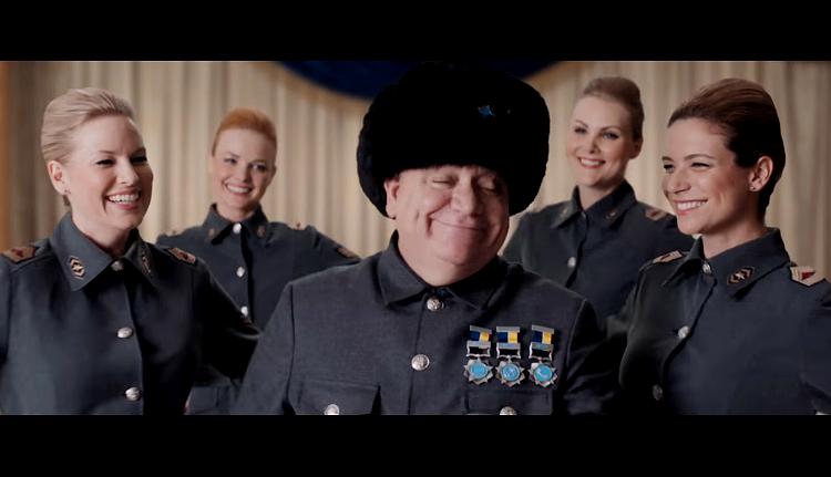 Coronel Tuchenko, interpretado pelo ator Alvaro Thuler, volta ao comercial da Net (Reprodução)