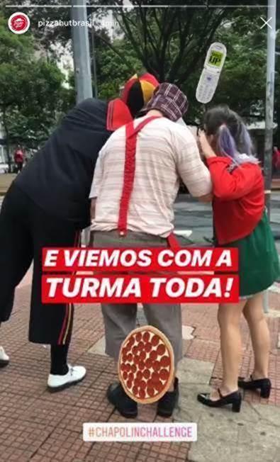 Pizza Hut registrou nos Stories entregadores vestidos como personagens do Chaves (Reprodução)