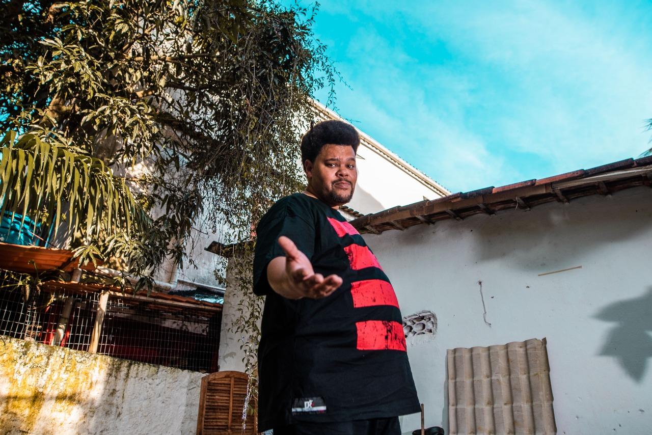 Ator e cantor Babu Santa cria canal no YouTube (Christoffer Pixinine/Divulgação)
