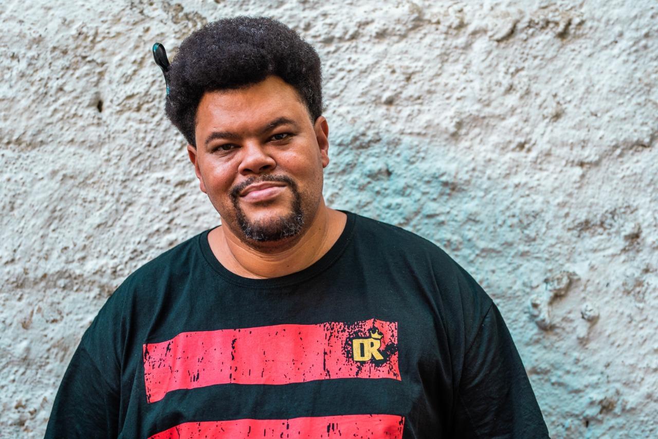 Ator e cantor Babu Santana cria canal no YouTube (Christoffer Pixinine/Divulgação)