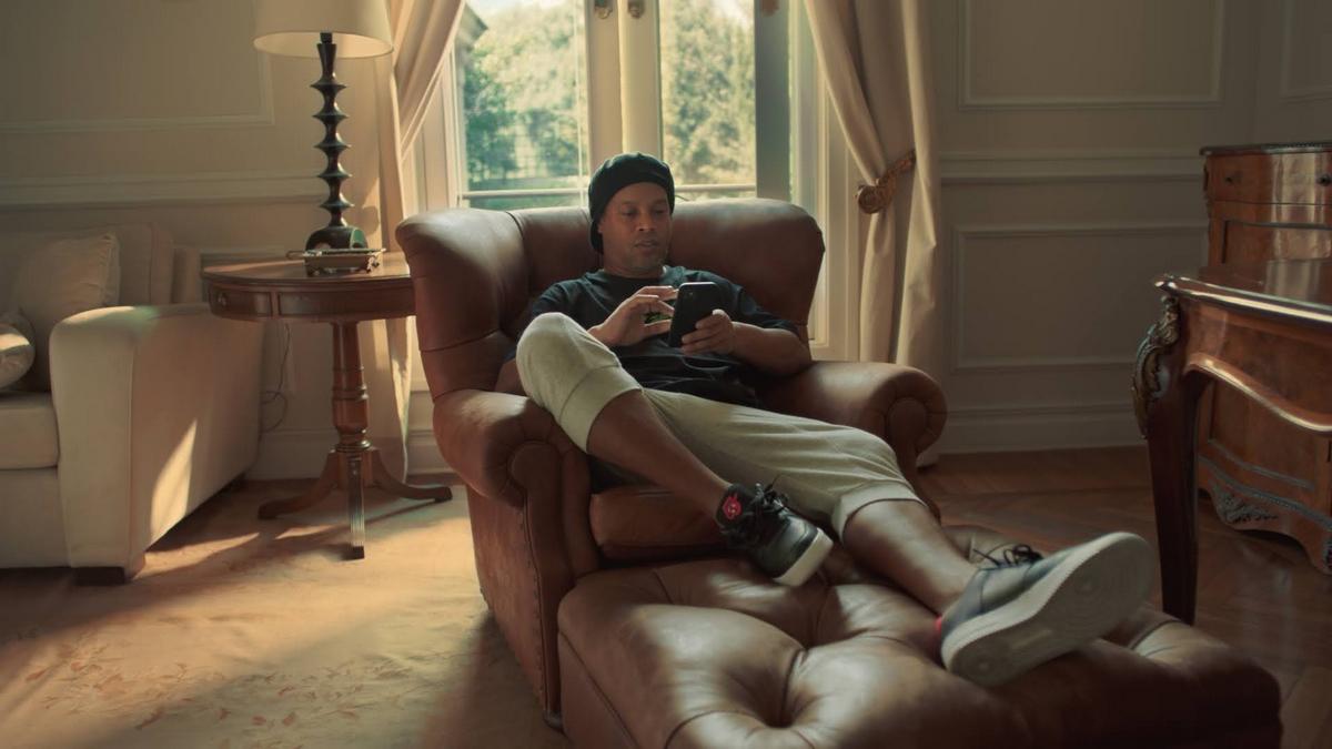 Ronaldinho em comercial da Buser, startup conhecida como Uber dos ônibus (Reprodução)
